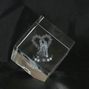 Wedding-favor-gift---Crystal-cube-with-bride-and-groom-model-GG053-396-1